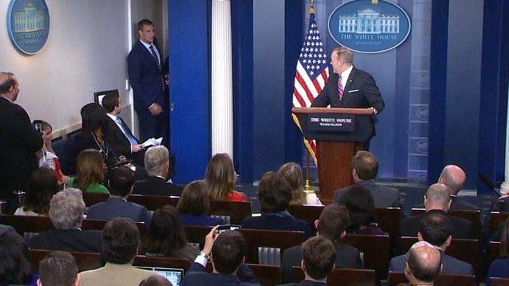 New England Patriots player Rob Gronkowski crashes Sean Spicer's White House press briefing.