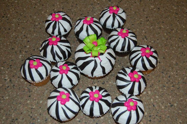 zebra+striped+cupcakes   Zebra Print Cupcakes