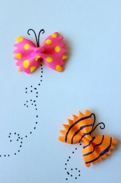 Tarjetas de mariposas hechas con pasta | Blog de BabyCenter