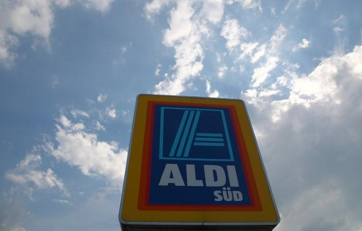 German grocery chain Aldi Inc [ALDIEI.UL] said on Sunday it would invest $3.4 billion to expand its U.S. store base to 2,500 by 2022, raising the stakes for rivals caught in a price war.