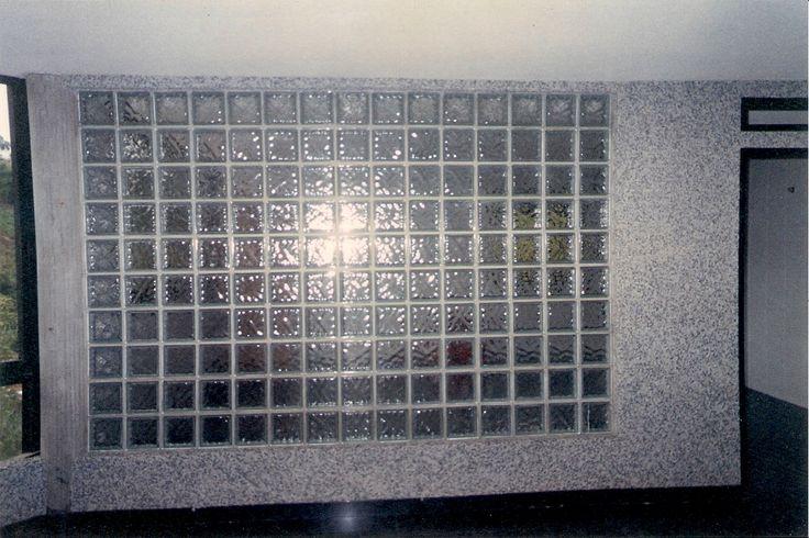 Divisi n de sala cocina con bloques de vidrio y piedras - Cocinas con bloques de vidrio ...