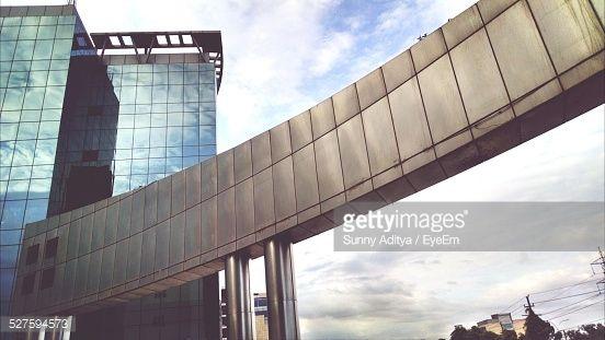 Stock-Foto : Low Angle Blick auf moderne Gebäude gegen Himmel