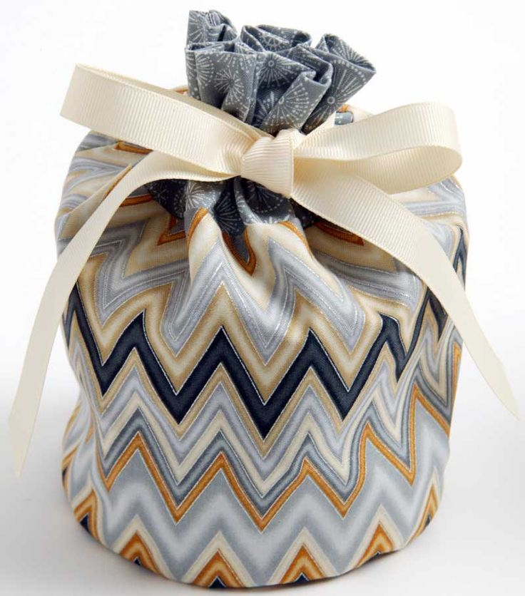 Diy Silver Gold Gift Bags Are A Quick And Easy Way To