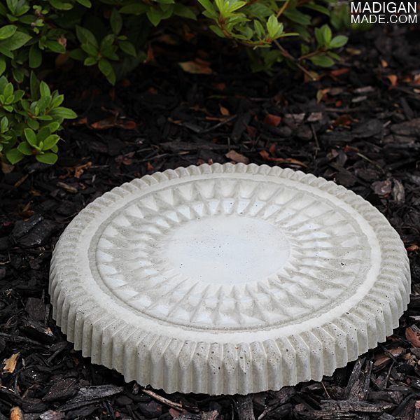 simple concrete garden step stone using a catering tray for a mold