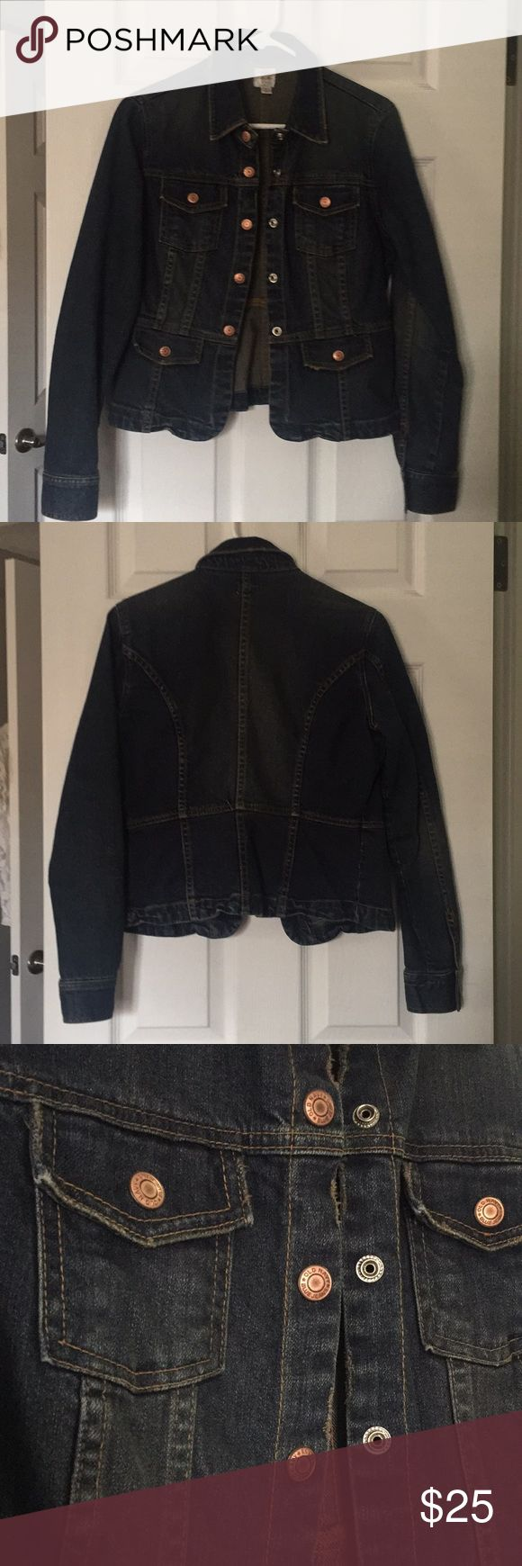 💥NEW LISTING!!💥 Old Navy jean jacket size medium Old Navy jean jacket in size medium. Every girl should have a jean jacket in her wardrobe. It's the one piece that often completes the look you're desire. Worn only a couple of times, practically new. Copper snap buttons. Jacket design cones with in at waist giving you the hour glass look every firm wants. Grab it now before it's gone! Old Navy Jackets & Coats Jean Jackets