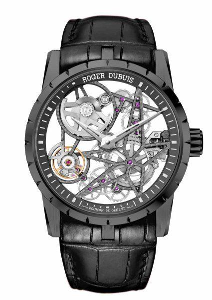 Roger Dubuis:  Transparent bis zur kleinsten Schraube. Liebhaber der Uhrmacherei schätzen skelettierte Kaliber, da sie die Feinmechanik beim Tragen auch auf der Vorderseite offenbaren. Diese Art technischer Peepshow liegt stark im Trend, so auch bei Roger Dubuis. Wie alle Modelle der Manufaktur, so erhält auch die Zwei-Zeiger-Uhr 'Excalibur Skelett Automatik' für seine Verarbeitung das Genfer Siegel und für seine Ganggenauigkeit das COSC Chronometerzertifikat. Mit dabei sind 60 Stunden…
