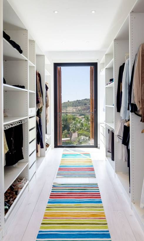 Mediterranean style dressing room by 08023 Architects. Check out 14 more walk in wardrobe ideas in the article!
