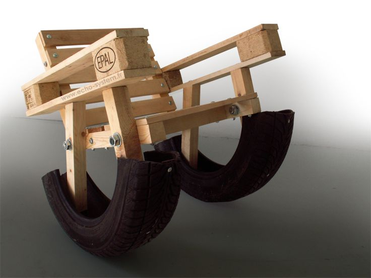 Le Corbusiers Grand Confort Chair remixed with Euro Pallets #furniture #tire #wheel #diy #sofa