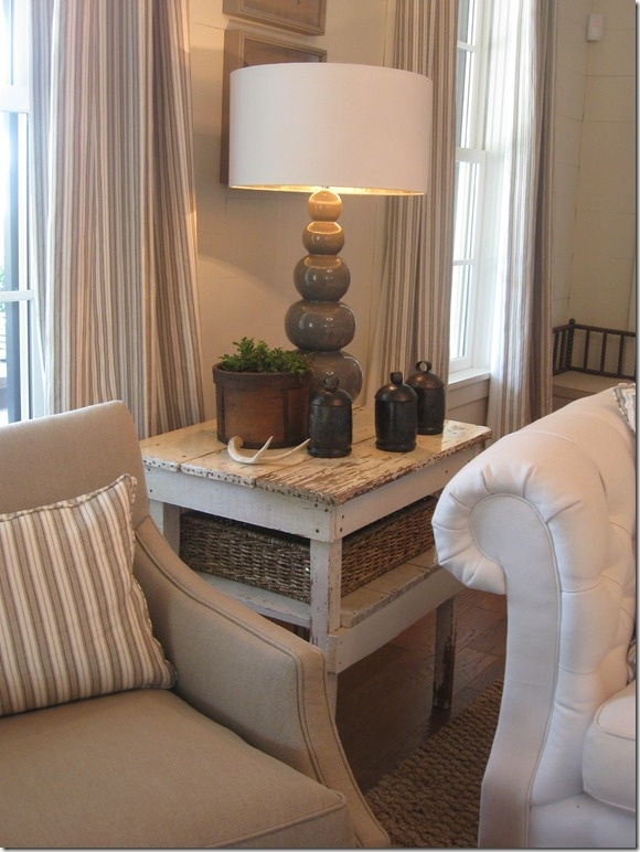 side table and light: House 2012, Decor Ideas, Southern Living, Tables Vignettes, Living House, Ideas House, Living Ideas, Living Rooms Foy, House Decor