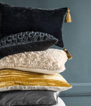 Velvet cushion cover | H&M HOME