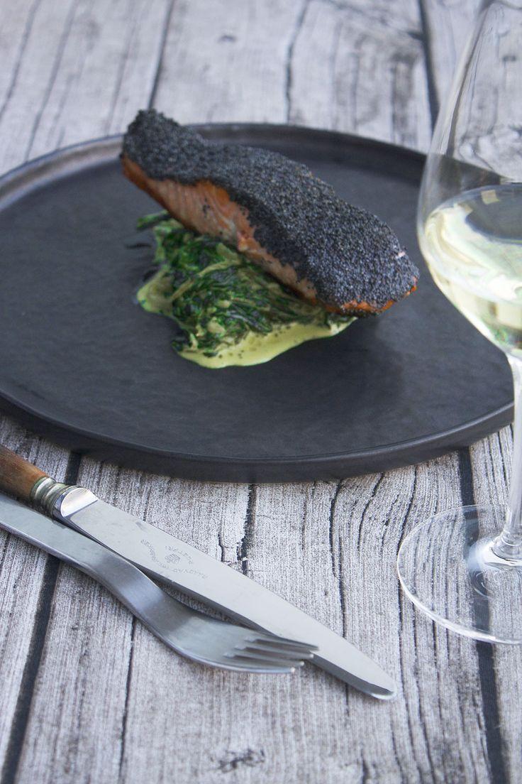 Salmon with spinach and poppyseeds // Birkes-stegt laks med flødestuvet spinat