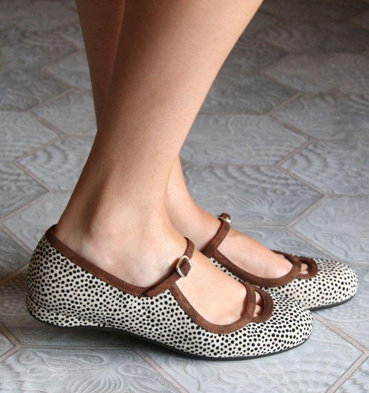 Chie Mihara Shoes Yanka Mary Jane Flats Leo Brown Trim 39