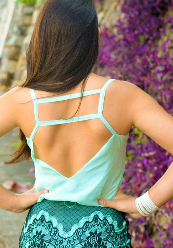 blusa verde menta decote nas costas