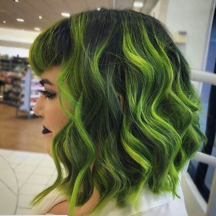 Only certain people can pull off green and she does it tremendously well :)