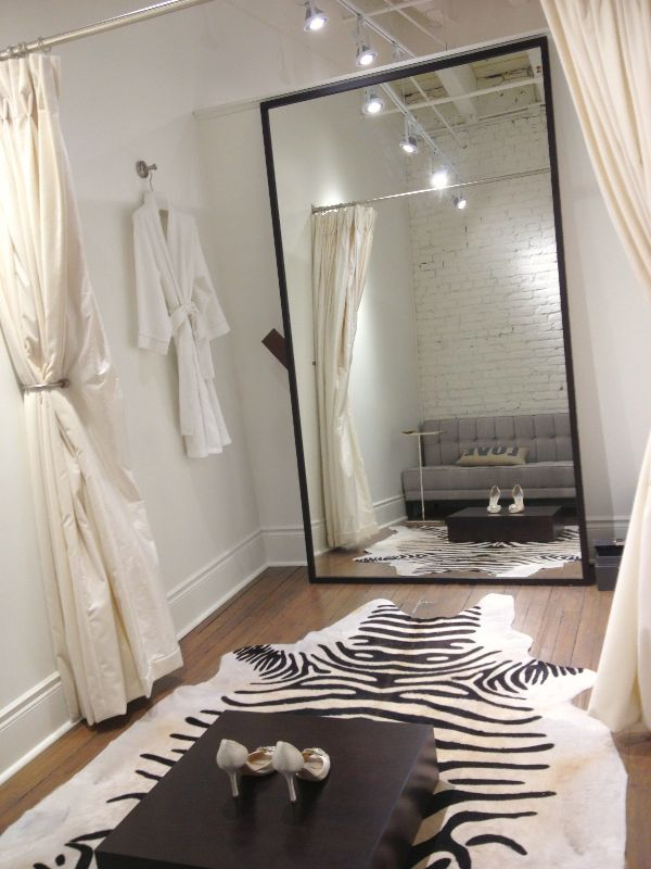 25 best ideas about leaning mirror on pinterest floor for Probadores de ropa interior