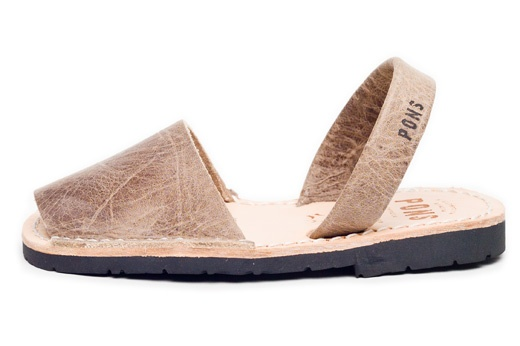 Avarcas USA - Children's Spanish leather sandals, aka menorquinas, abarcas or avarques, 100% handmade in Spain by Avarca Pons, a unique design featuring top quality natural leather and recycled tires