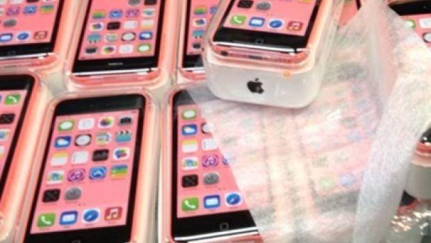 iPhone 5C foto della scatola, pronto a raggiungere gli scaffali