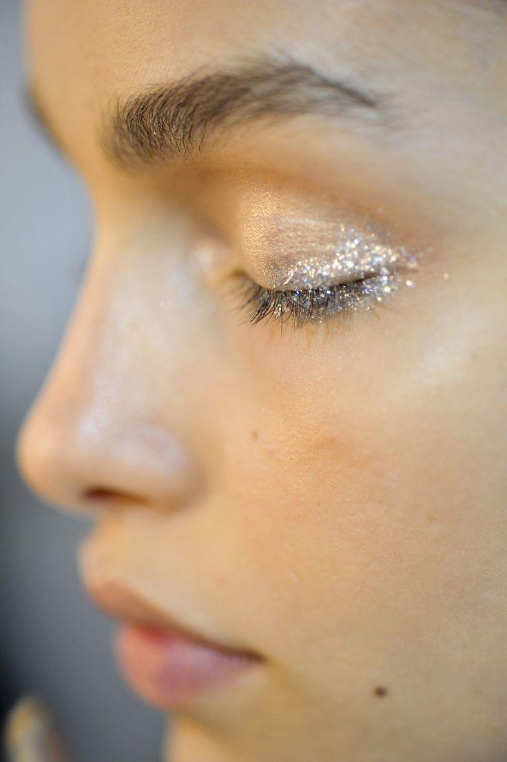 Maquillage scintillant argenté diamant