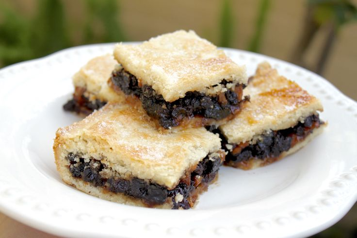 Scottish Fruit Slice is a classic for teatime in Scotland. And it's no wonder: filled with apples and raisins, between buttery pastry, it's a tasty treat.
