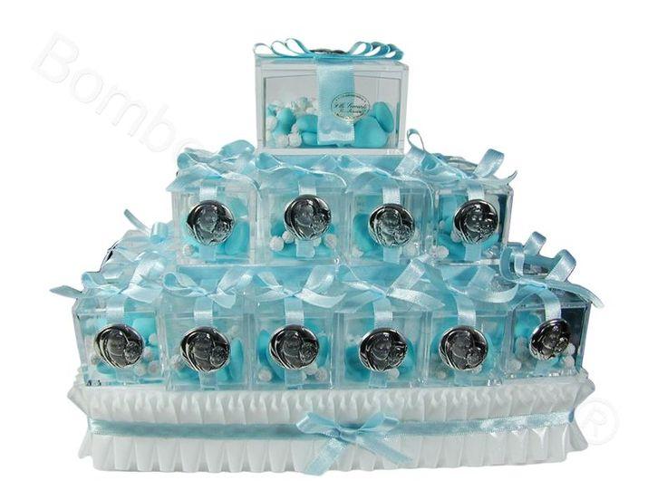 Torta piramide cubi plexiglass Maternità in argento confezioni celesti con confetti a scelta