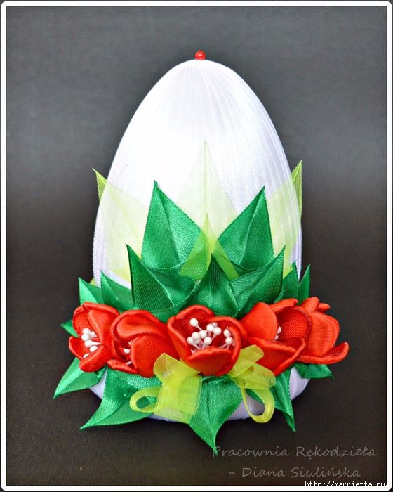 Шелковые пасхальные яйца с цветочками канзаши (18) (560x700, 306Kb)