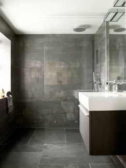 Battersea: eclectic Bathroom by LEIVARS