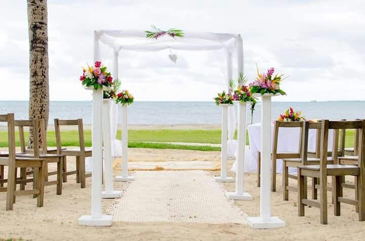 Simple white arch setup