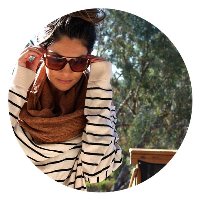 Look relax chandail rayé foulard lunettes soleil - Look du jour
