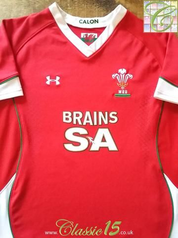 Relive Wales' 2008/2009 international season with this original Under Armour home pro-fit rugby shirt.