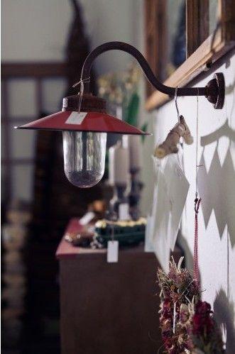 A kiegészítők helyes kiválasztása fontos. Egyedi, Vintage falikarral egyedivé varázsolhatja otthona világítását.  http://www.krem-home.hu/dekoracio_90/lakas_100/vintage_falikar_ives_632