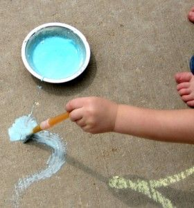 A Mum 'n the Oven: Tip of the Day #314: DIY Sidewalk Paint