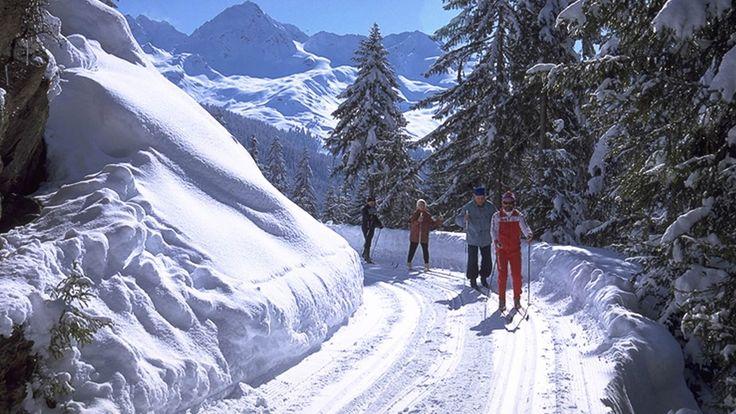 Klassisch Langlaufen am Kristberg im Montafon  Langlaufen im klassischen Stil auf der Höhenloipe am Kristberg - https://www.kristberg.at/winter-montafon-langlaufen.html