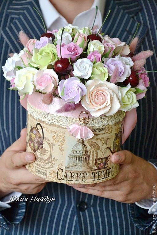 Купить Цветы в шляпной коробке 25 см (полимерная глина) - разноцветный, сливочный, интерьерная композиция