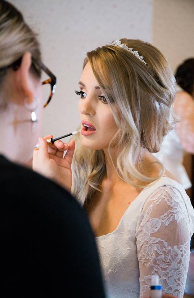Bride getting ready   Timika Prygoda Woodnote Photography