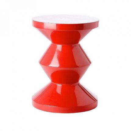Tabouret rouge Pols Potten - Dimensions : h43 cm x d35 cm  Matéraiau : bois, revêtu de laque haute brillance  Coloris : blanc, rouge, noir, vert, jaune, rose, gris - 205€ sur MadeinDesign