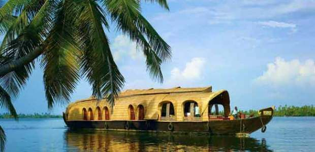 Kumarakom – Kerala The backwaters of Kerala are a crisscrossing net of canals of brackish water