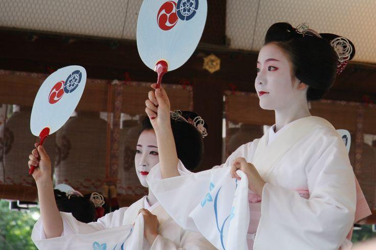 祇園祭2010年 花傘奉納舞踊1 コンチキ音頭 : ゲジデジ通信