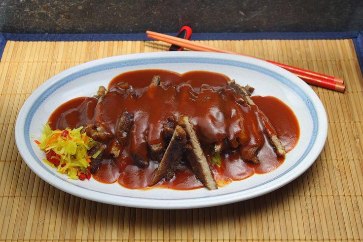 Er zijn van die recepten die qua smaak lastig te evenaren zijn. Nasi of Bami van de Chinees smaken over het algemeen bij elke chinees hetzelfde maar krijg ik thuis nooit zo lekker. Zo ook met Babi …