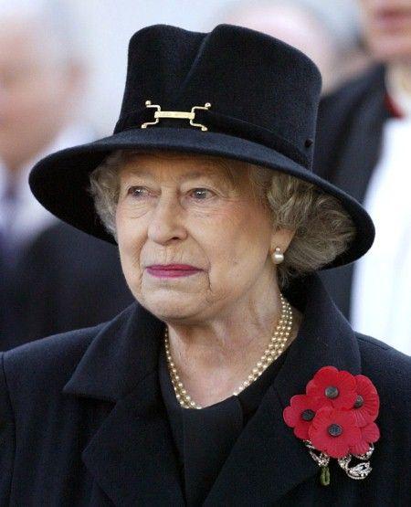 .La Reine était en noir.