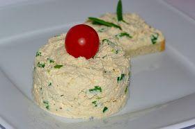Dzisiaj proponuję pyszną pastę do pieczywa.  Pasta w smaku przypomina pasztet drobiowy.Jeśli by była za mdła można dodac więcej chrzanu...  ...