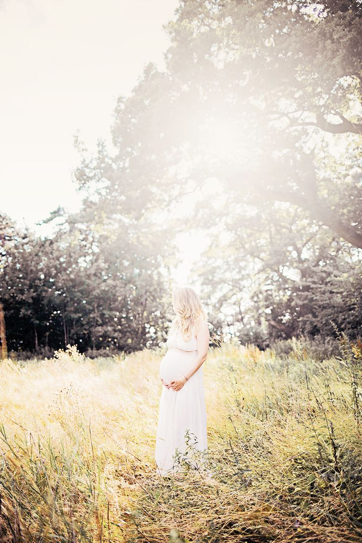 Maternity portrait/beautiful belly backlight