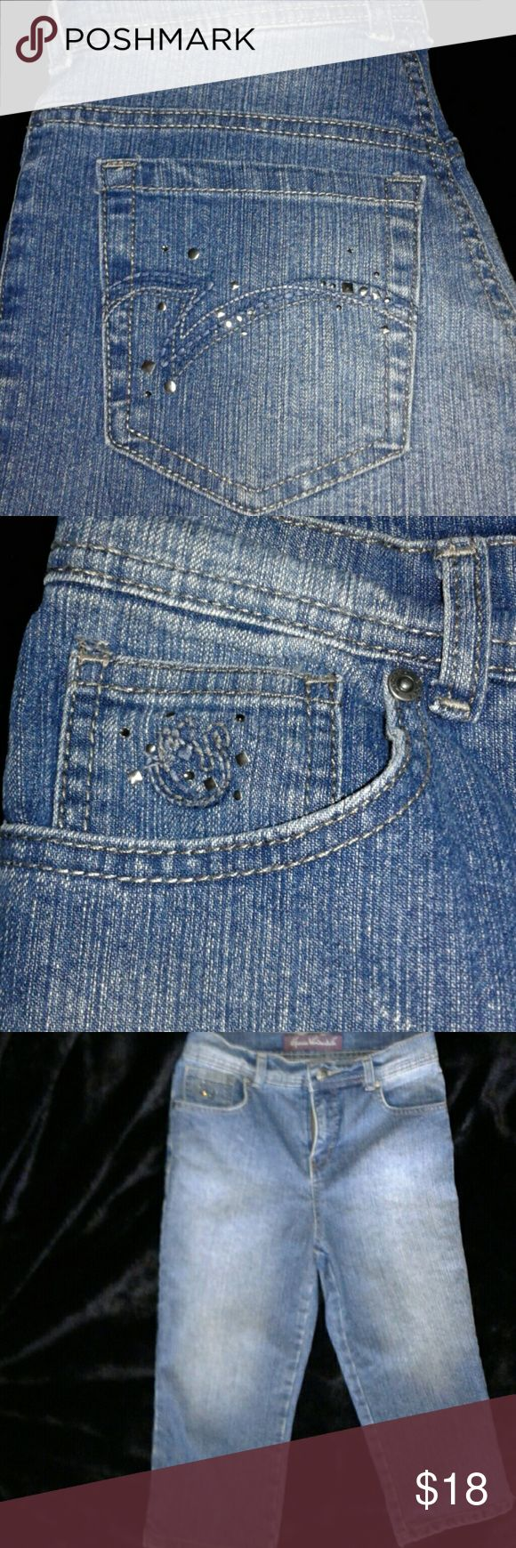 🎀 Gloria Vanderbilt Capri  W/ Embellished Pockets These are a beautiful pair of Capri style denim jeans by Gloria Vanderbilt.  They have some added bling style on both back pockets as well as the right front pocket.  The embellishments pop out enough to make them noticeable but also not over powering.  They have a factory faded wash on both front and back in a medium blue.   Brand Gloria Vanderbilt  Size 4P Inseam 17.5 Total Length 28 inches  Waist Across 14 inches Rise 10 inches  (measured…
