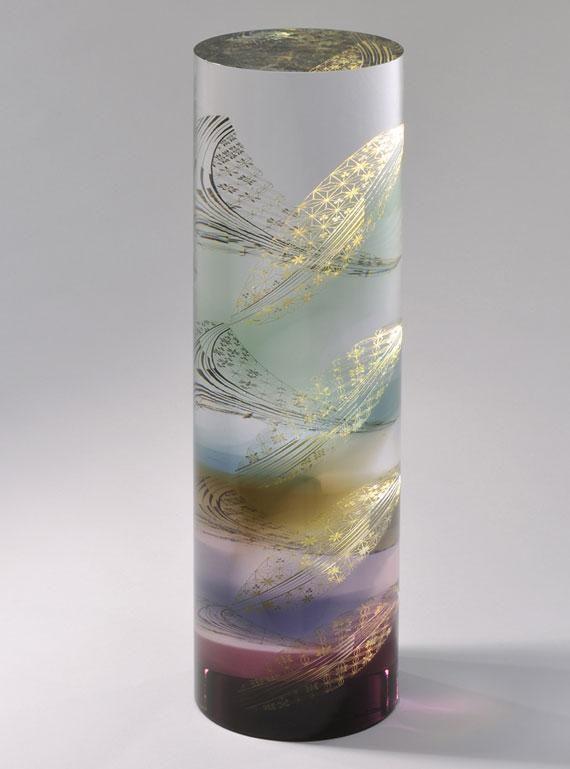 ガラスに金箔を閉じ込める唯一無二の手法。截金(きりかね)作家・山本茜の作品