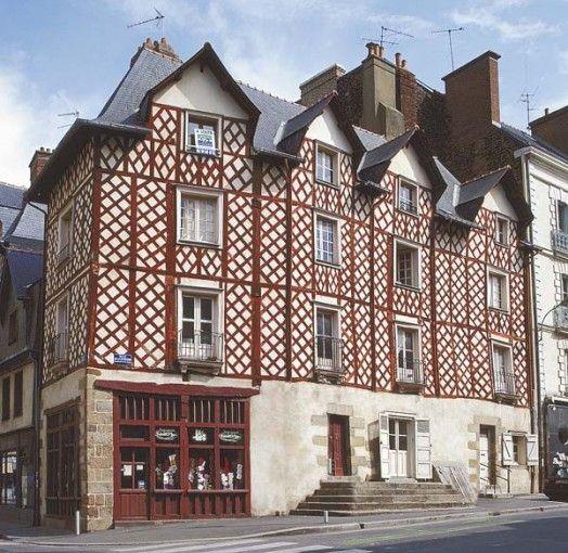 Immeuble du XVIIe siècle, Rennes - Angle de la rue de la Visitation et rue d'Antrain.