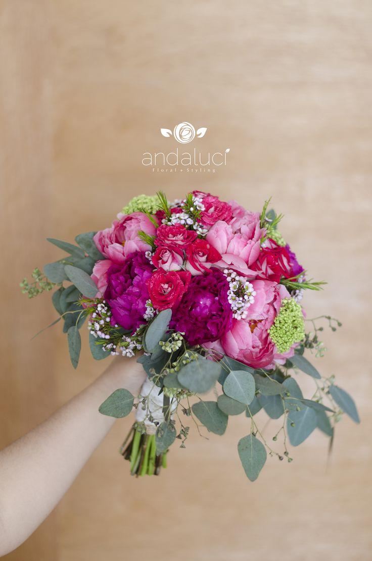 Ramo de novia. Bouquet peonias, rosas, wax y eucalipto. Rosas y verdes. Romántico, asimétrico.