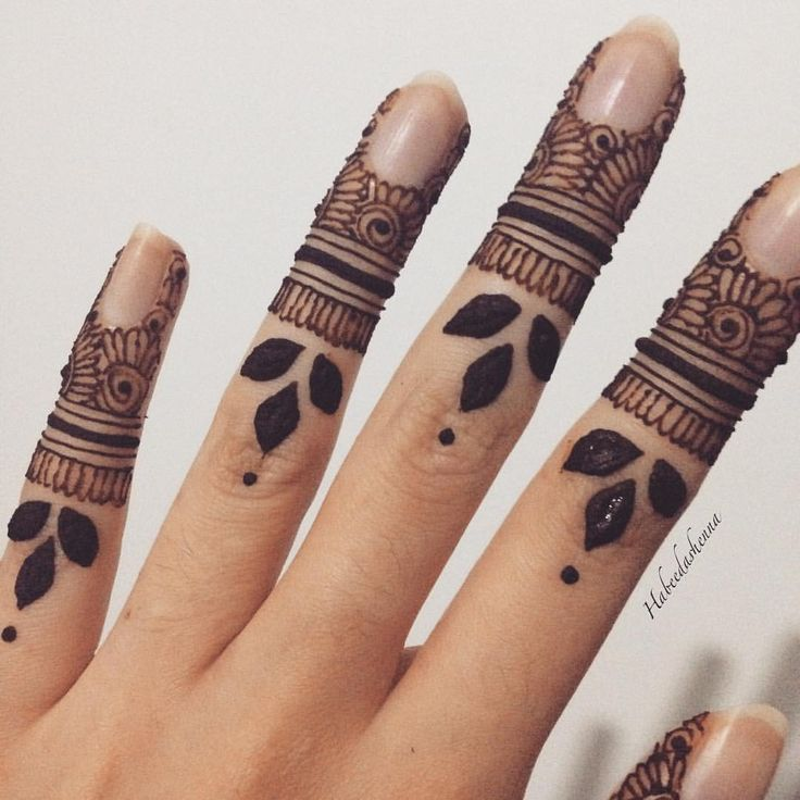 best 25 finger henna ideas on pinterest simple henna tattoo finger henna designs and hand. Black Bedroom Furniture Sets. Home Design Ideas