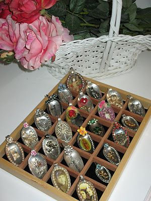 bejeweled spoons: Spoons Pendants, 1Jewelri Ideas, Diy Vintage Christmas Trees, Bejewel Spoons, Artsy Stuff, Artsy Fartsi, Altered Spoons, Altered Silverware, Vintage Jewelry