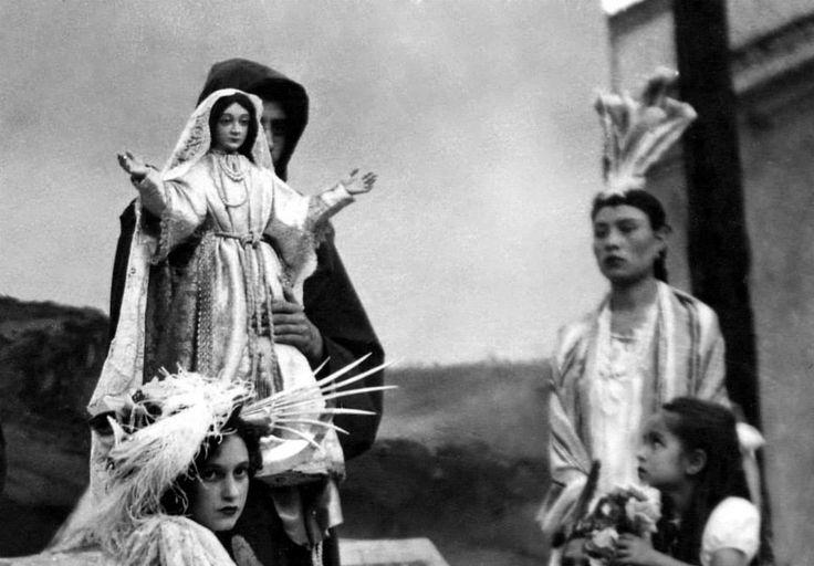 Virgen sin su corona usada en los Carros Alegóricos (Andas) en la decada de los 1950's.