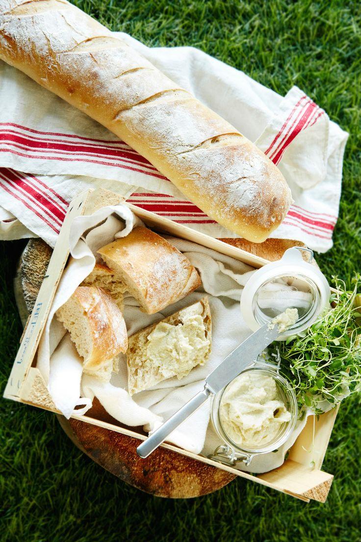 Rapea patonki | K-ruoka #baguette Tuore ja rapea patonki palkitsee kotileipurin! Tämäkin resepti vain n. 0,20 €/annos.