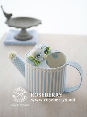 Cartonnage of watering can. Smart reuse!